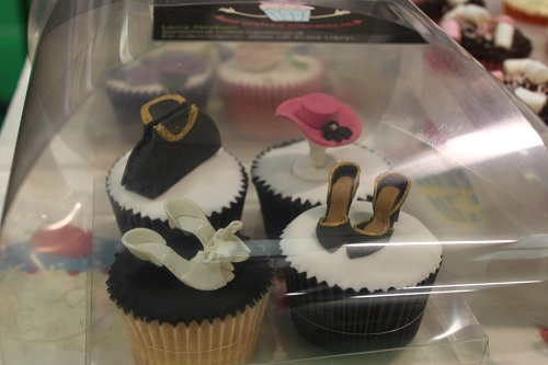 Ladies Fashion cakes and cupcakes - Beautiful and unique ...